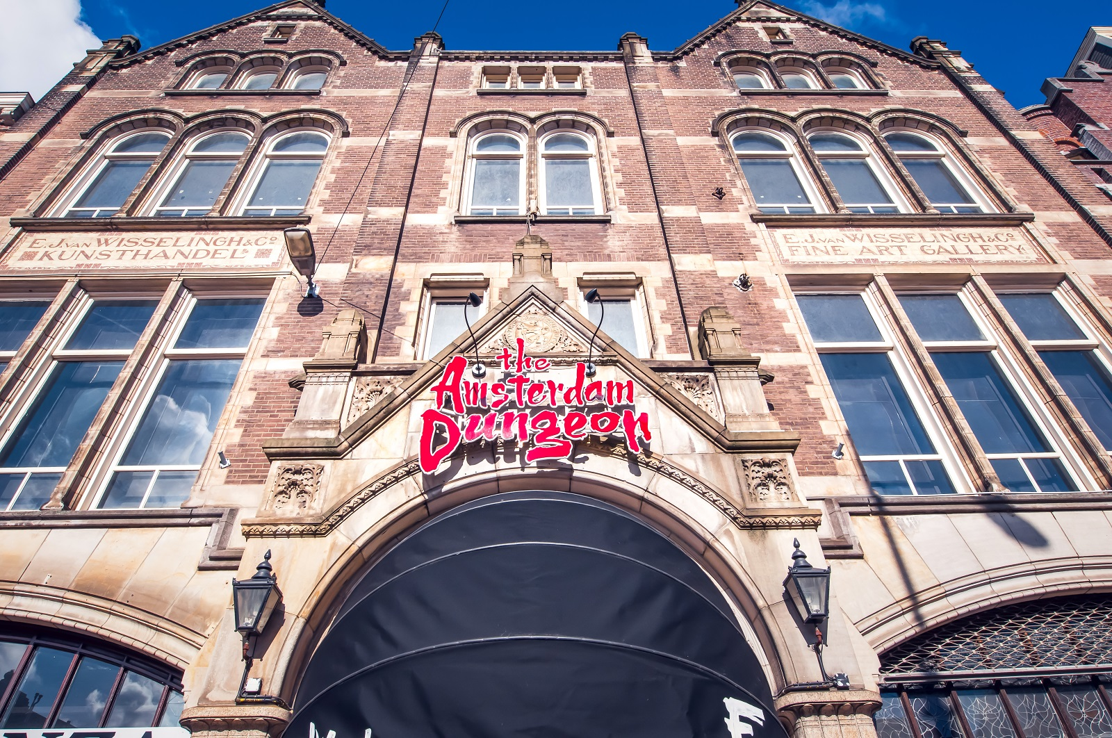 Facade of the Amsterdam Dungeon from the street